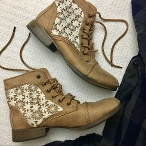 Floral Lace booties size 8